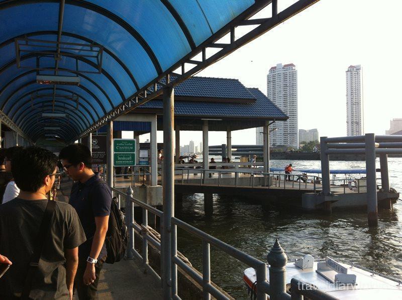 タイ  アジアティーク・ザ・リバーフロントへ無料ボートで 【タイ】