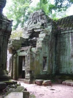 カンボジア  アンコール遺跡のタプロームで映画の世界へ 【カンボジア】