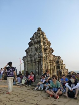 カンボジア  プノンバケンで夕日鑑賞 【カンボジア】