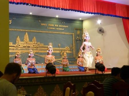 カンボジア  伝統舞踊アプサラダンスを見に行った話 【カンボジア】