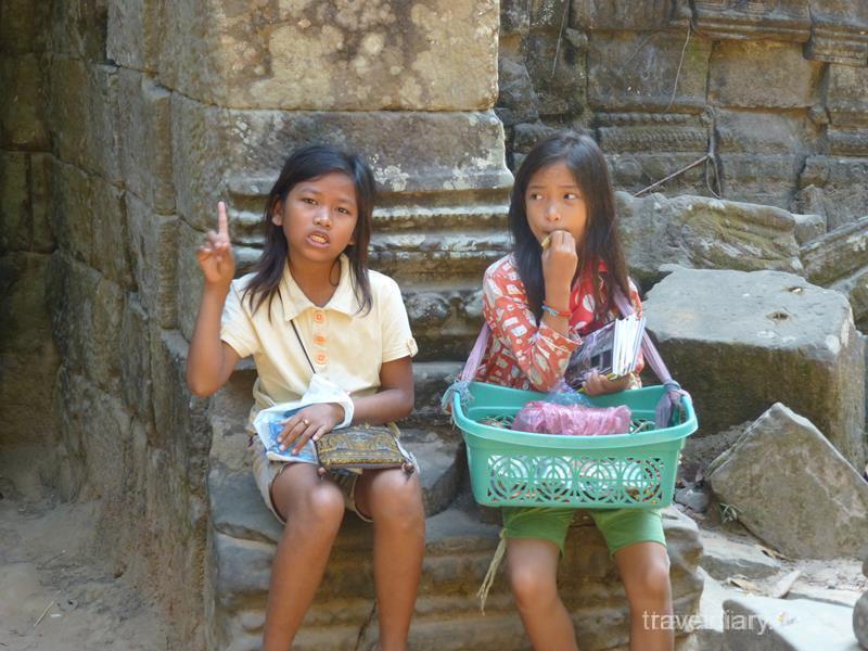 カンボジア 女の子 ジャングル少女」が森へ逃走、カンボジア 写真1枚 国際ニュース ...