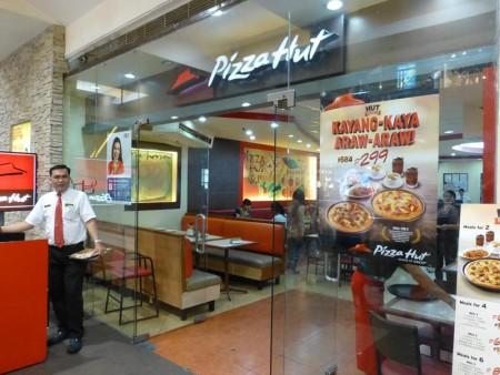 フィリピン  SMシティ セブで昼食_レストランが沢山