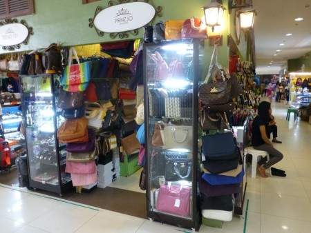 フィリピン  セブ マンダウエ市のパークモールをブラブラ