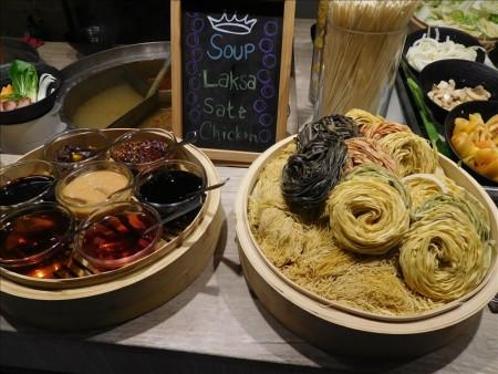 フィリピン  最大規模の食べ放題店 Vikingsで満腹_アジア料理