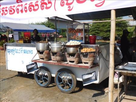 カンボジア  プノンペンのリバーサイド_川の向こう側って何があるの?