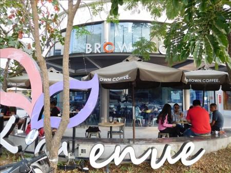 カンボジア  プノンペンの洗練されたショッピングセンター TKアベニュー(TK Avenue)