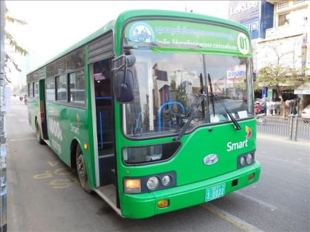 カンボジア  市内路線バスを利用してプノンペン市内観光