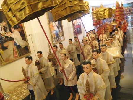 カンボジア  シルバーパゴダの床は5000枚以上の銀タイル  【プノンペン】