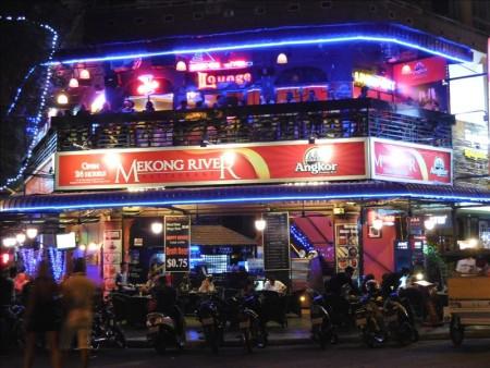 カンボジア  バイクで夜の街を散策 【プノンペン】