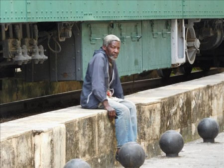 キューバ  リズムに乗せて練り歩く、足の異常に長い女の子達 【キューバ】