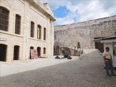 キューバ  世界遺産 ハバナのモロ要塞_城壁の眺めは迫力満点 【キューバ旅行】