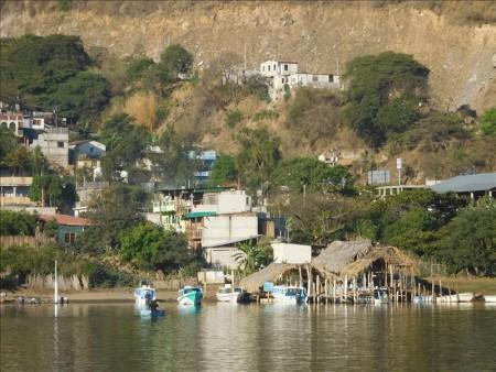 グアテマラ  世界一美しい湖の一つと言われるアティトラン湖 【グアテマラ旅行】