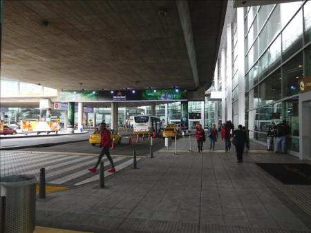 コロンビア  エルドラド国際空港からトランスミレニオで旧市街へ移動【ボゴタ】
