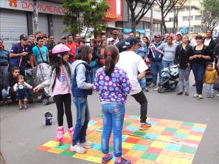 コロンビア  3連休の歩行者天国(Carrera7)はお祭り騒ぎ 【ボゴタ】