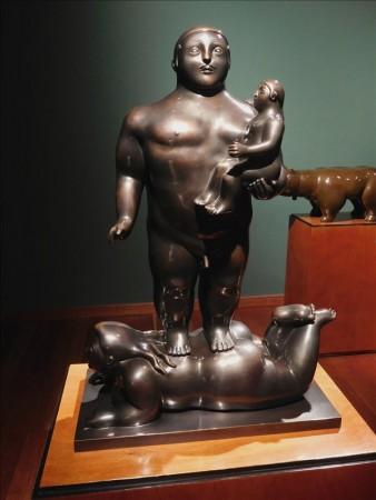 コロンビア  彫刻もまん丸ふっくらのボテロ作品 【ボゴタ】