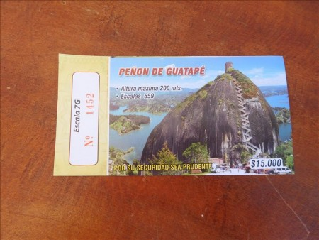 コロンビア  巨大な一枚岩「エル・ペニョール(El Peñol)」への行き方 【メデジン】