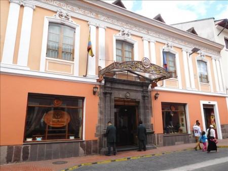 エクアドル  世界遺産「キトの旧市街」の中心地と言えば独立広場 【キト】