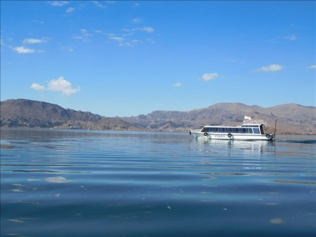 ペルー  標高3800mのチチカカ湖に浮かぶ「ウロス島」(前編)
