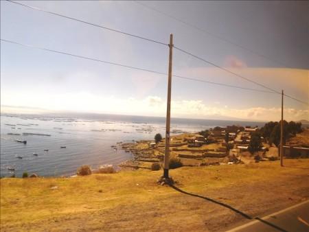 ペルー  プーノ ⇒ コパカバーナのバス移動 【陸路国境越え】
