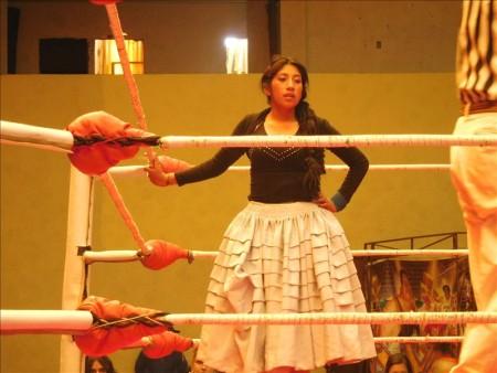 ボリビア  チョリータが宙を舞う!! ラパスのおばプロ 【ボリビア】