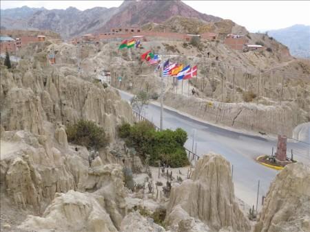 ボリビア  こんな所に月面が_ラパスの月の谷へ行ってきた