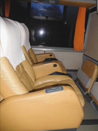 ボリビア  コパカバーナ ⇒ クスコへのバス(3列シート)移動