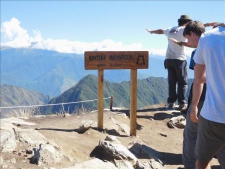 ペルー  マチュピチュ遺跡からマチュピチュ山へ