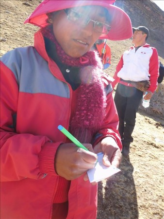 ペルー  まるで落書きされた山_ペルーの新名所レインボーマウンテン