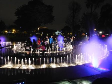 ペルー  リマの噴水公園での幻想的な噴水ショー