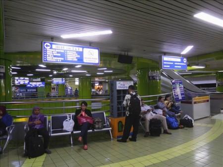 インドネシア  ジャカルタ ⇒ ジョグジャカルタ_特急タクサカ号での快適な移動 【鉄道】