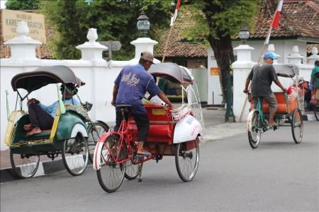 インドネシア  ジョグジャカルタの街中で偶然見かけたパレード