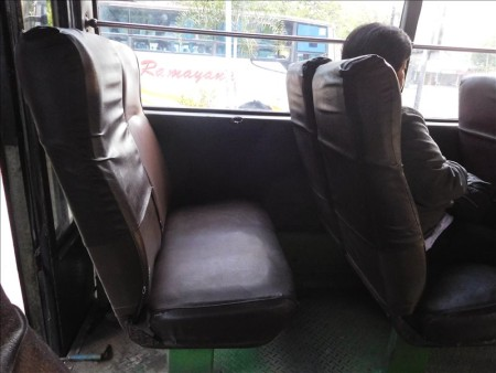 インドネシア  三大仏教遺跡 世界遺産「ボロブドゥール」へ一般のバスで行ってきた