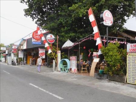 インドネシア  レンタルバイクに乗ってジョグジャカルタの街を散策