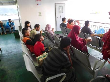 インドネシア  ジョグジャカルタ ⇒ バリ島へのバス移動_バスで島を横断