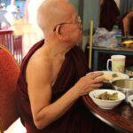 ミャンマー  マンダレー ⇒ ヤンゴン 3列シートの快適バスで移動