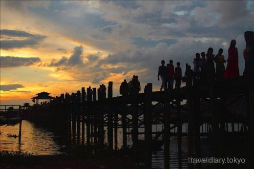ミャンマー  ウーベイン橋から観る幻想的な夕日【マンダレー】