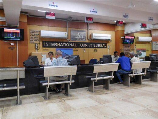 インド  ニューデリー駅の外国人専用窓口で鉄道チケットを購入してきた