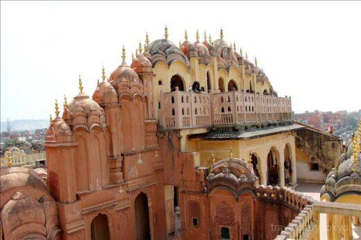 インド  ジャイプルで絶対に外す事が出来ない観光スポット「ハワー・マハル」