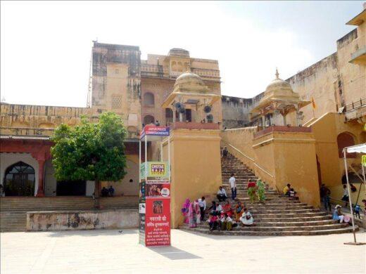 インド  世界遺産のアンベール城まで片道16円のバスで【ジャイプル】