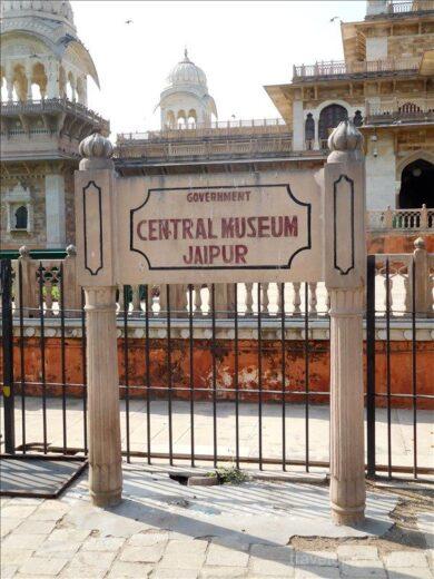 インド  アルバート・ホール(中央博物館)で見たヨガのポーズ【ジャイプル】