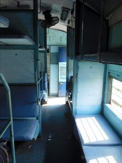インド  アグラ ⇒ バラナシ_インド鉄道 カオスなスリーパークラスで
