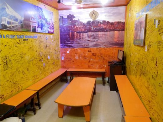 インド  バラナシで有名な「ブルー・ラッシー」と「ババ・ラッシー」