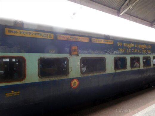インド  バラナシ ⇒ コルカタ インド鉄道 2等寝台車で快適な移動