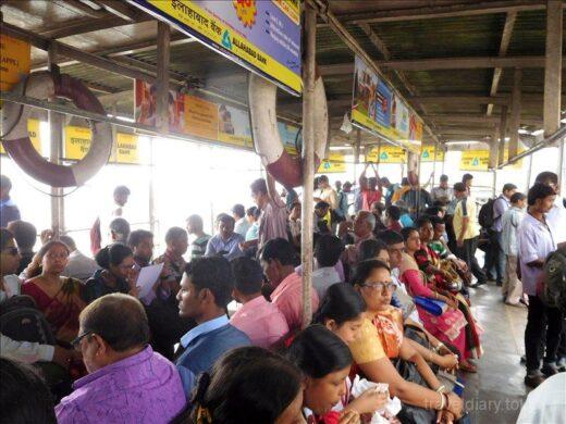 インド  コルカタ ハウラー駅からフェリーに乗ってサダルストリートへ