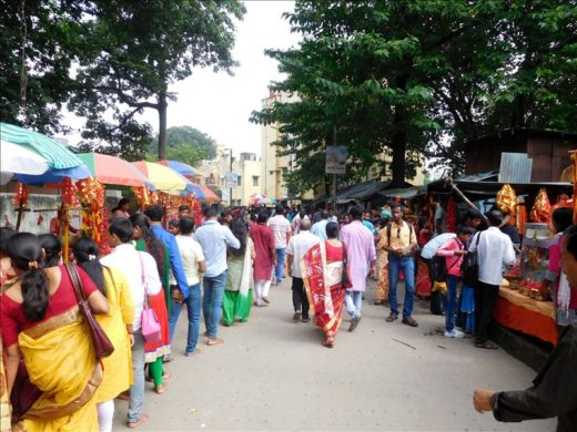 インド  ダクシネーシュワル・カーリー寺院は大行列だった【コルカタ】