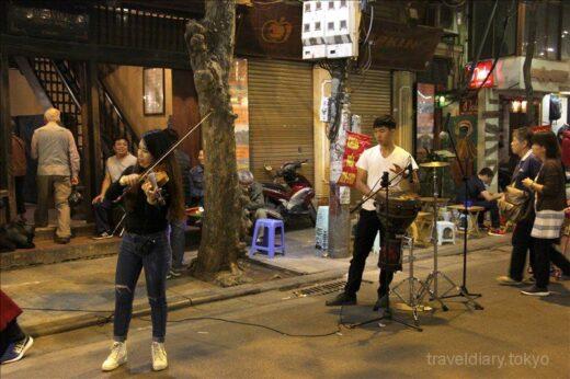ベトナム  ハノイの週末は街中ごちゃまぜ_ホアンキエム湖周辺が面白い