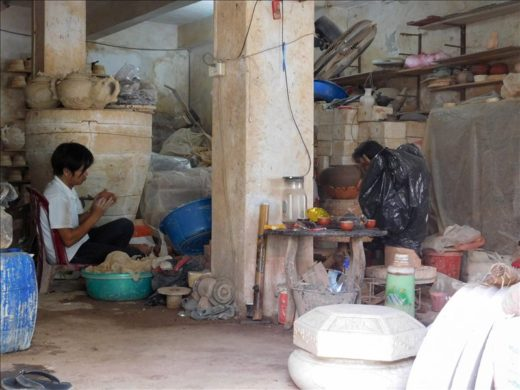 ベトナム  陶磁器の製造直売店の集まる「バッチャン村」へ自力で行ってきた