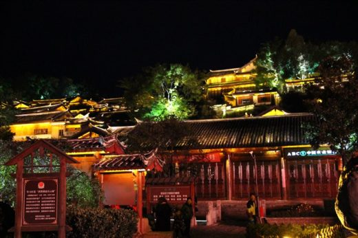 中国  昼間と全く違う顔を持つ夜の麗江古城を散策【中国】