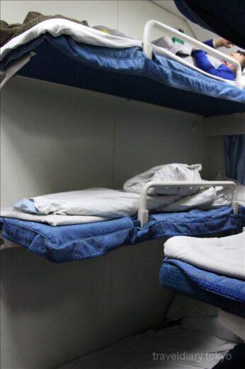 中国  清潔で快適な3段ベッドの寝台列車で麗江 ⇒ 昆明へ移動【中国】