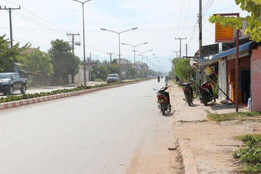 ラオス  レンタルバイクに乗ってルアンナムターの街を散策【ラオス】